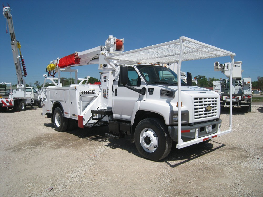 Altec Digger Truck with Pole Claws.