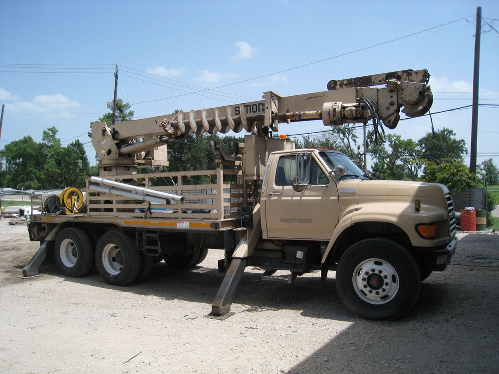Telelect Commander Digger Truck.
