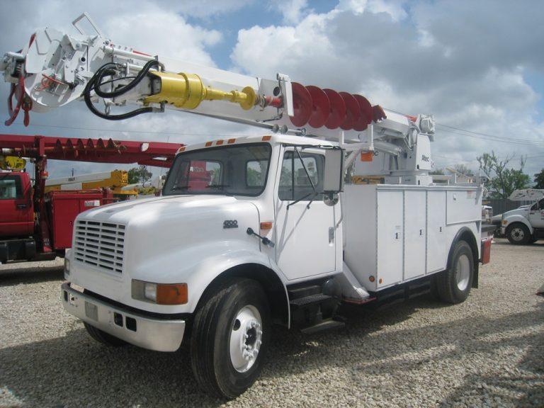 Altec Digger Derick Truck