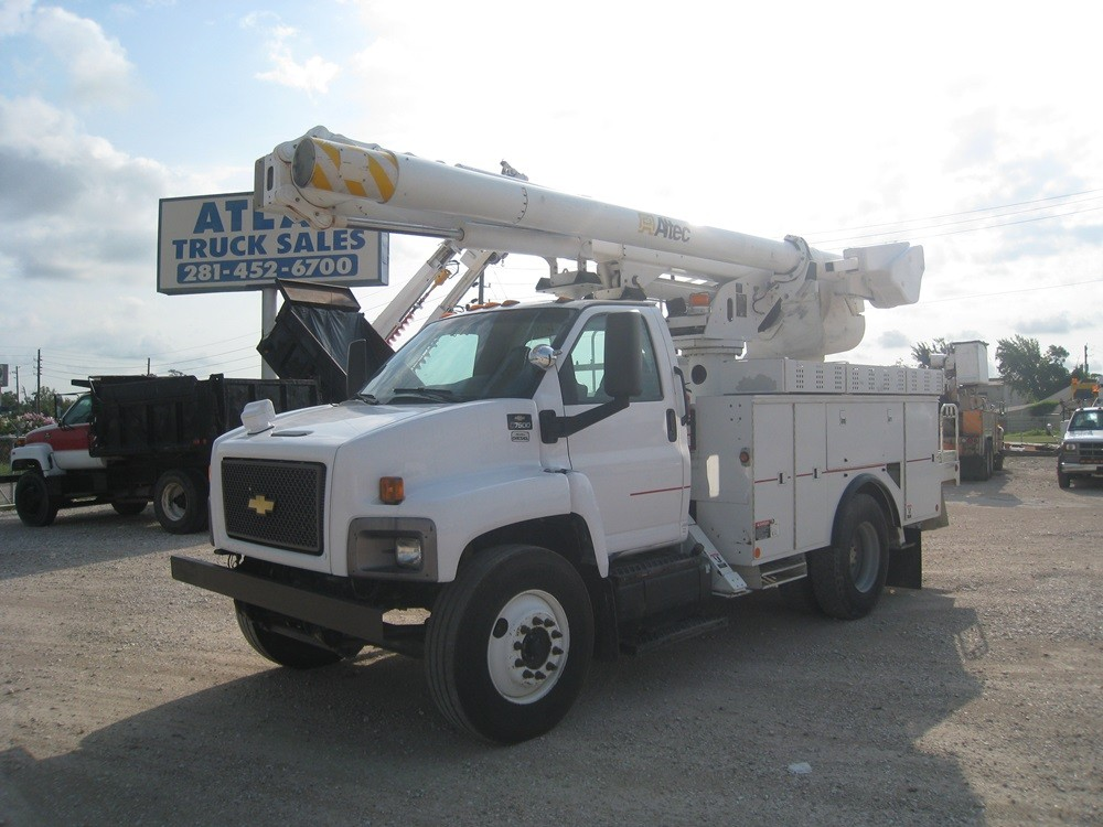 Chevrolet Isuzu Altec Bucket Truck.