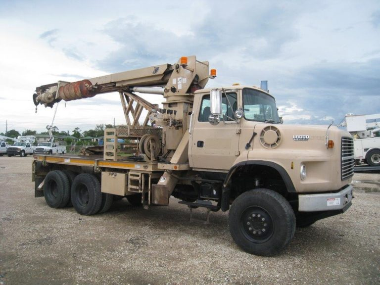 Commander 5000 Digger Truck