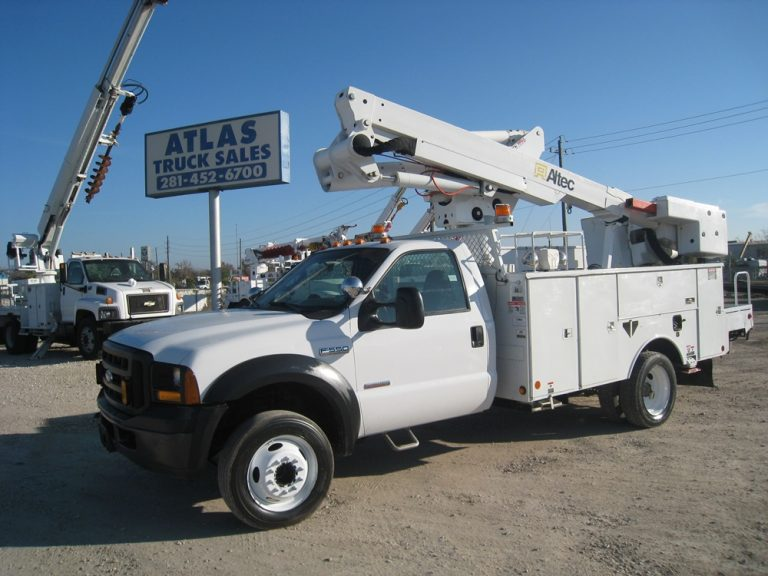 Bucket Truck with Hose Reels