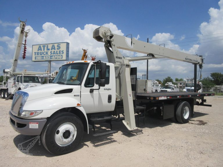 81 Foot Tall Crane Truck