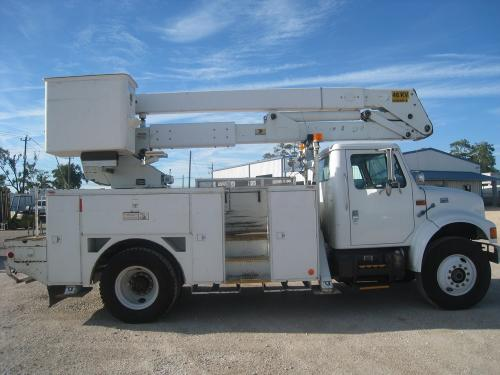 Curb Entrance Bucket Truck