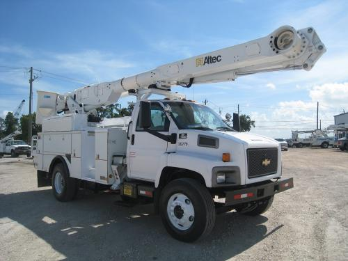 Bucket Truck with Outriggers